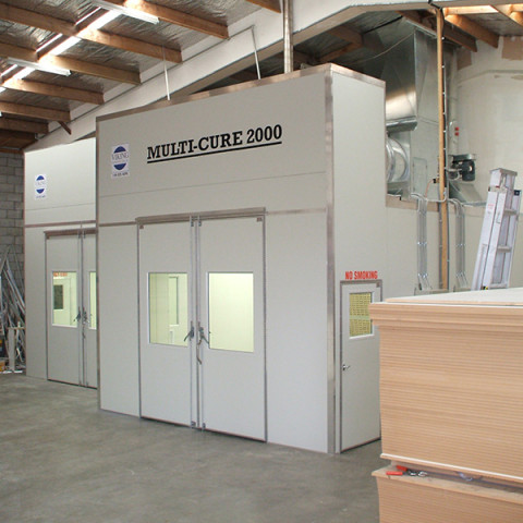 Heated positive pressure spray booth with heated and ventilation drying room.